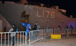 Greece Sends Navy Ship in Lesvos to Assist Migrants