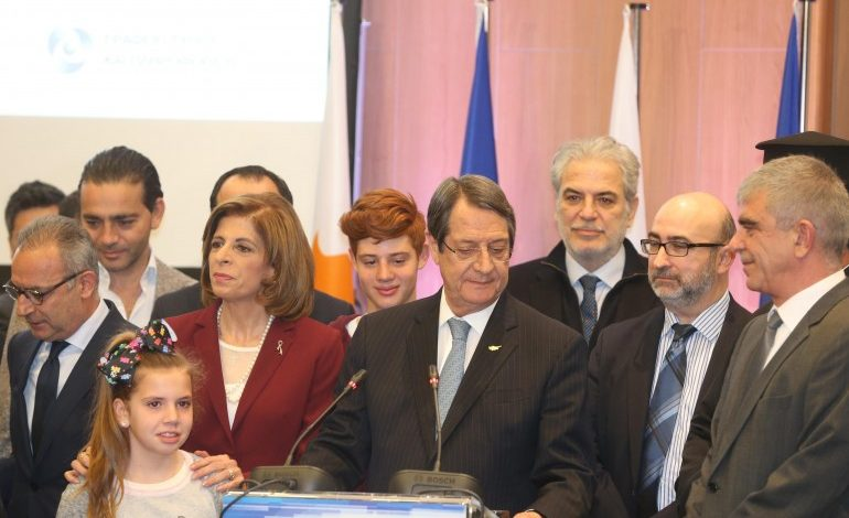 Presidential hopefuls pledge to reunite  Cyprus and to work for economic recovery
