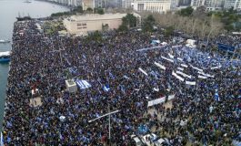 """Tens of thousands rally in Thessaloniki demanding the term """"Macedonia"""" not to be included in FYROM's name"""
