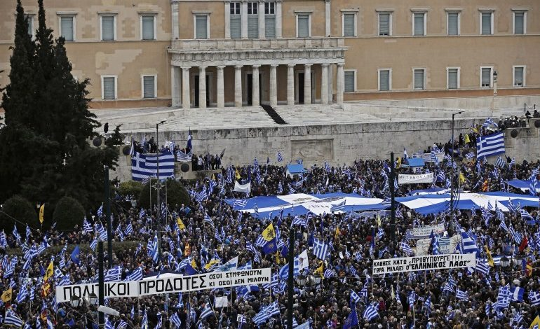 Thousands demonstrated against Prespes Agreement – Clashes erupted with the Police when right wing extremists tried to approach Parliament