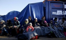 EU/Greece: Share Responsibility for Asylum Seekers End Political Squabbling, Focus on Rights