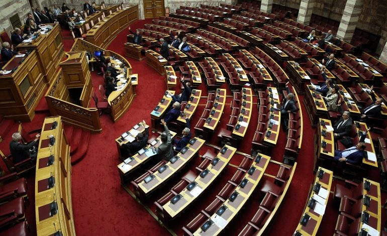 Parliament plenary votes on constitutional revisions: Greek vote abroad, election of Greek president, ministerial liability top issues