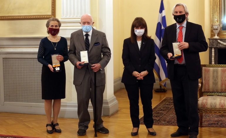 President Sakellaropoulou present medals to three US archaeologists for their contribution to Greece